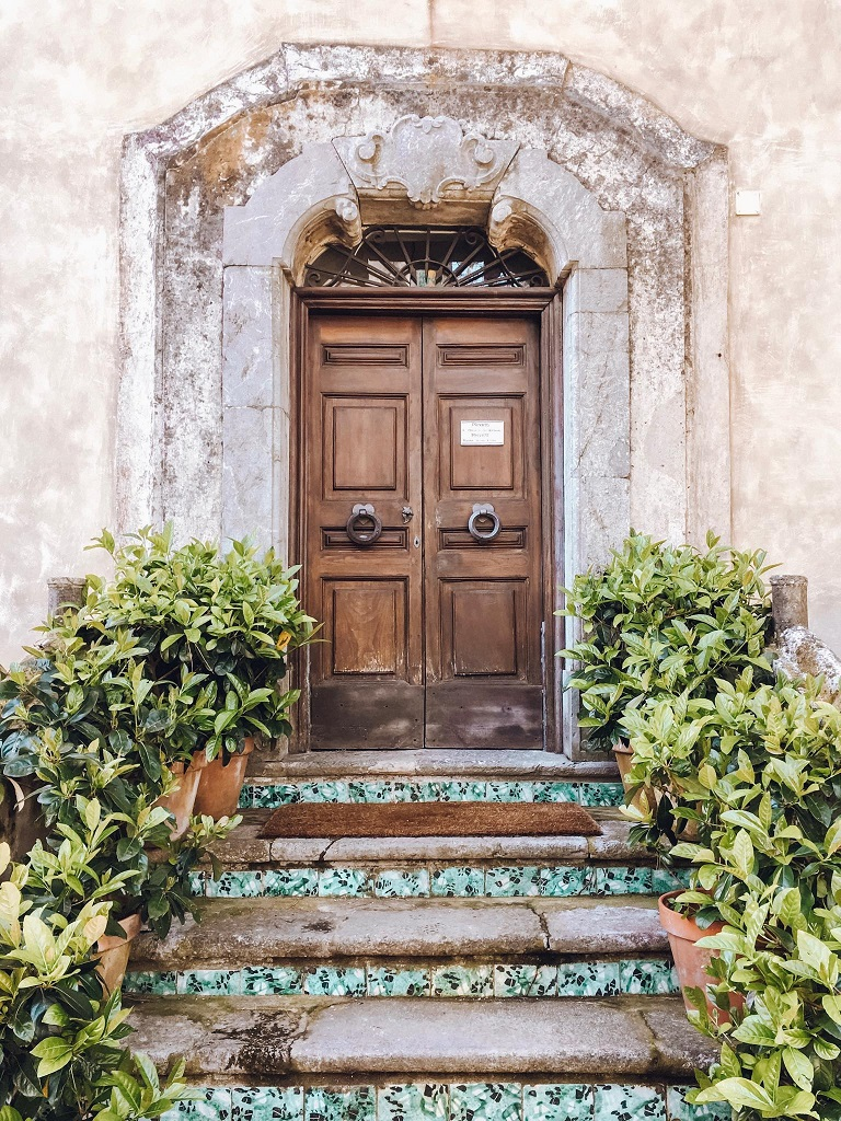 Villa Cimbrone - vrata in kamnite stopnice