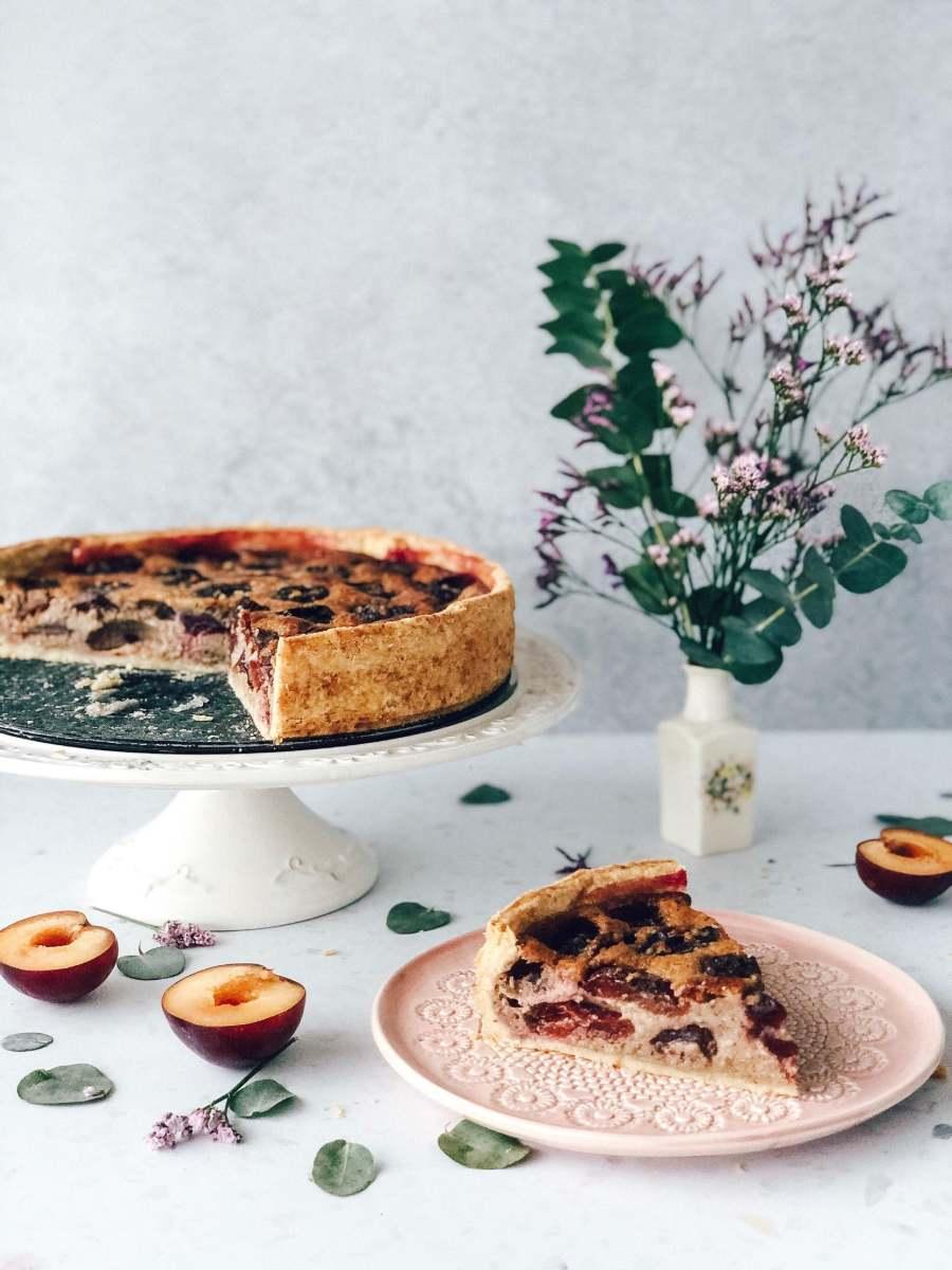 Božanska slivova pita z mandlji